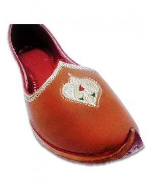 Cherry Embriodered Hand Crafted Punjabi Jutti