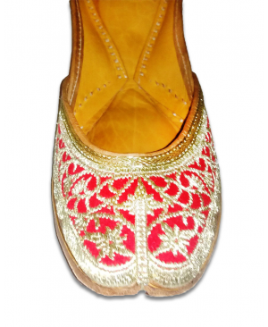 Red & Golden Embroidered Handcrafted Punjabi Jutti