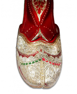 Silver Multicolor Embroidered Handcrafted Punjabi Jutti