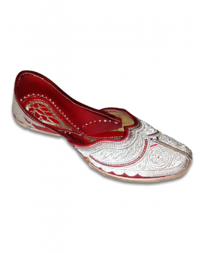 Silver Embroidered Hand Crafted Punjabi Jutti