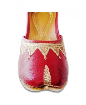 Maroon Golden Embroidered Casual Punjabi Jutti