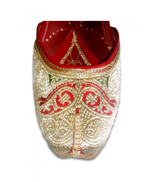 Multicolor Embroidered Handcrafted Punjabi Jutti