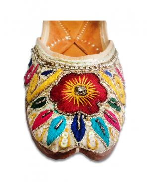 Multicolored Heavy Handwork Casual Punjabi Jutti