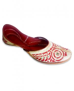 Cheery Golden Embroidered Handcrafted Punjabi Jutti